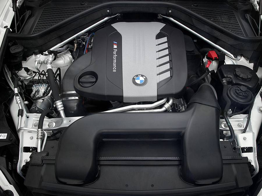 фото двигателя BMW X5M
