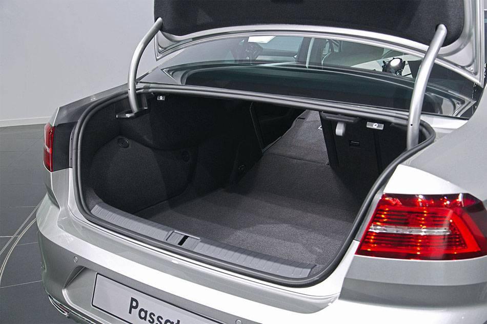 фото багажника Фольксваген Пассат Б8