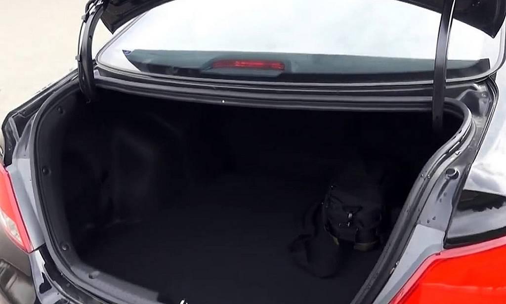 фото багажника нового Солярис 2015 года