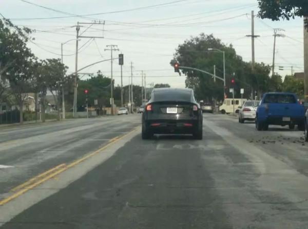 Tesla Model X - новый кроссовер был замечен на дорогах